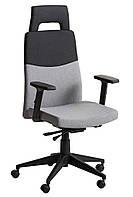 Кресло компьютерное или офисное черно серое тканевое с подголовником и ручками