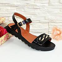 Женские лаковые босоножки на утолщенной черной подошве, цвет черный. 37 размер