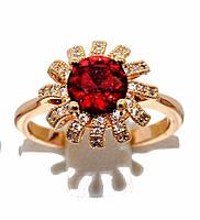 Кольцо  с белыми фианитами и красным цирконом, цвет-позолота. Есть