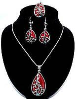 Женский набор под капельное серебро с красным камнем.