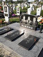 Памятник гранитный на могилу тройной