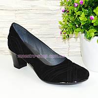 Туфли черные женские замшевые на каблуке с плетением.