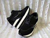 Модные кроссовки на танкетке с перфорацией, кроссовки сникерсы на платформе черные эко-замш, лак Венгрия