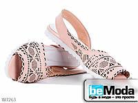 Босоножки женские кожаные с перфорацией AllShoes цвета пудра