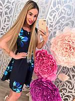 Красивое женское платье с цветами