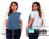 Привлекательная женская блуза больших размеров белого цвета с цветочной вставкой синяя