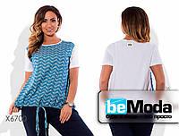 Привлекательная женская блуза больших размеров белого цвета с цветочной вставкой голубая