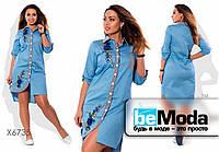 Красивое женское джинсовое платье больших размеров рубашечного кроя с вышивкой голубое