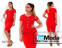 Привлекательный женский костюм больших размеров из пиджака и юбки красный