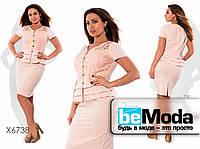 Привлекательный женский костюм больших размеров из пиджака и юбки розовый
