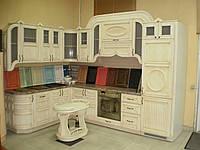 Кухня Классика,   в  массиве ясеня, в патине и  с барным столиком, фото 1