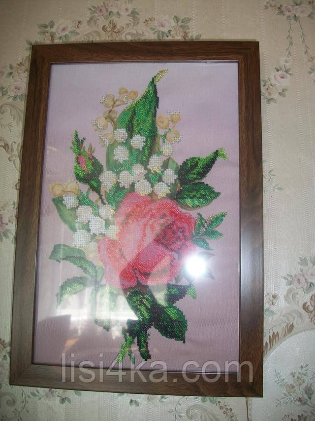 вышитая картина для интерьера с розой и ландышами