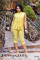Стильный костюм бриджами для полных желтый