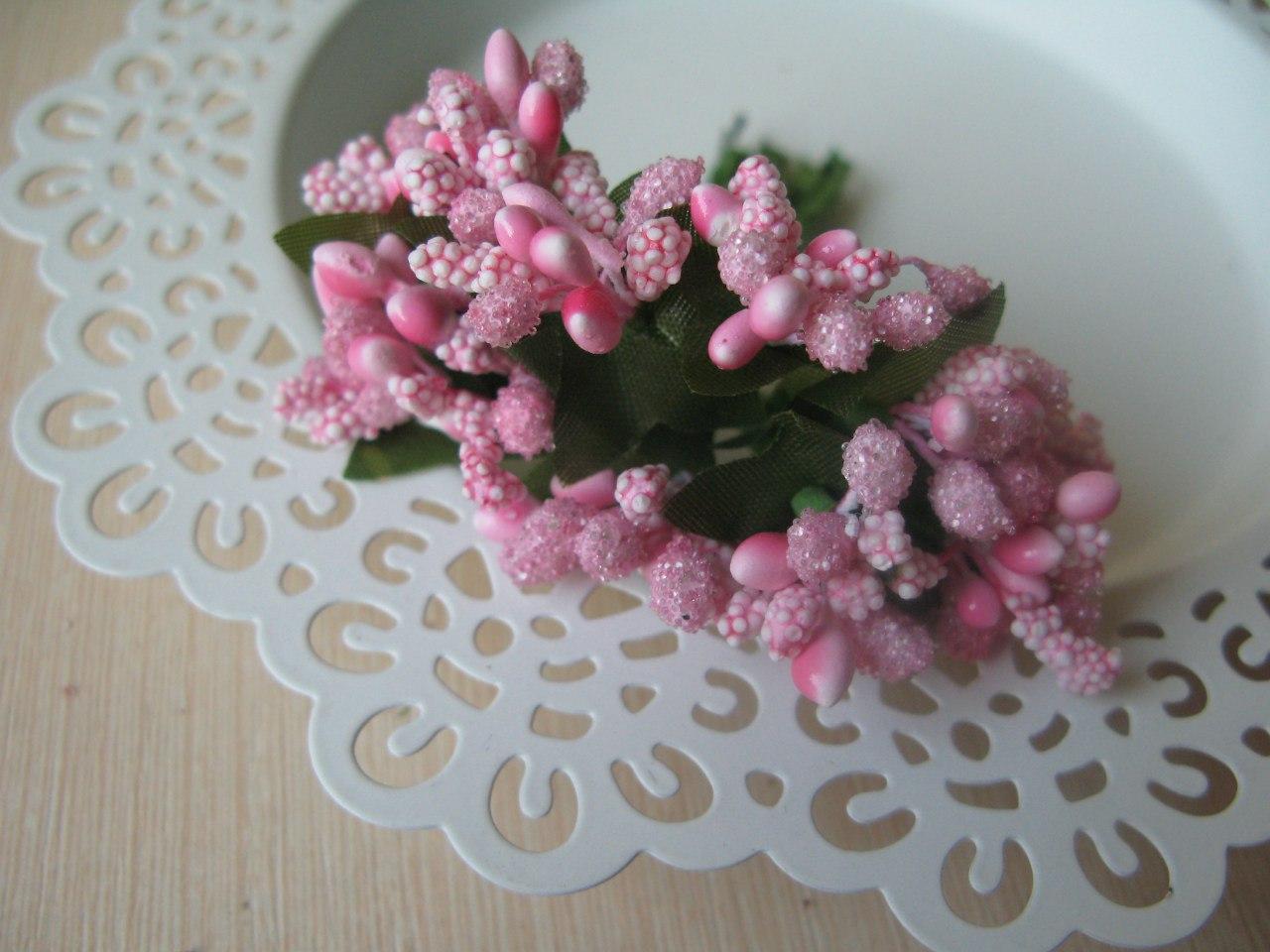 Тычинки сложные на веточках.Цвет светло розовый.