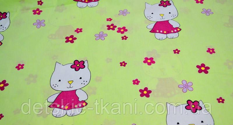 Лоскут ткани №К013 Китти салатового цвета