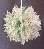 Бумажные помпоны из креп бумаги в зеленый горошек  25 см.