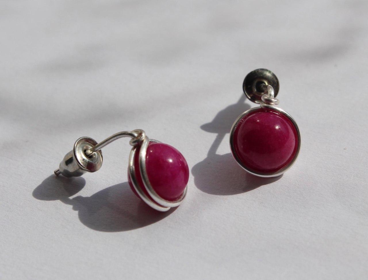 Серьги-гвоздики с натуральным камнем НЕФРИТ