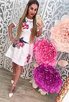 Женское стильное белое платье с кружевом на рукавах и объемными нашивками