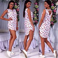 Легкое летнее платье с открытой спиной, удлиненное сзади, принт бантики и вишенки