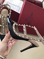 Нежные женские босоножки c заклепками Valentino 'Rockstud', фото 1