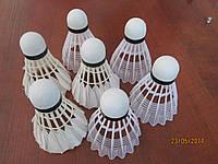 Воланчик для бадминтона перьевой или пластиковый