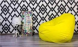 Жёлтая кресло груша из велюра