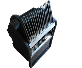 Комбайн для сбора ягод пластмассовой (гребенка металл)