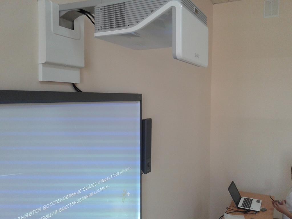 Короткофокусний проектор SMART