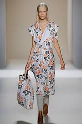 Тренд: платья на запах