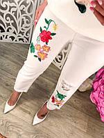 Модные женские белые брюки с вышивкой и дырками