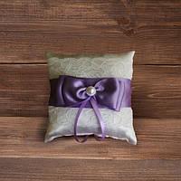 Свадебная подушечка для колец с кружевом и сиреневой лентой