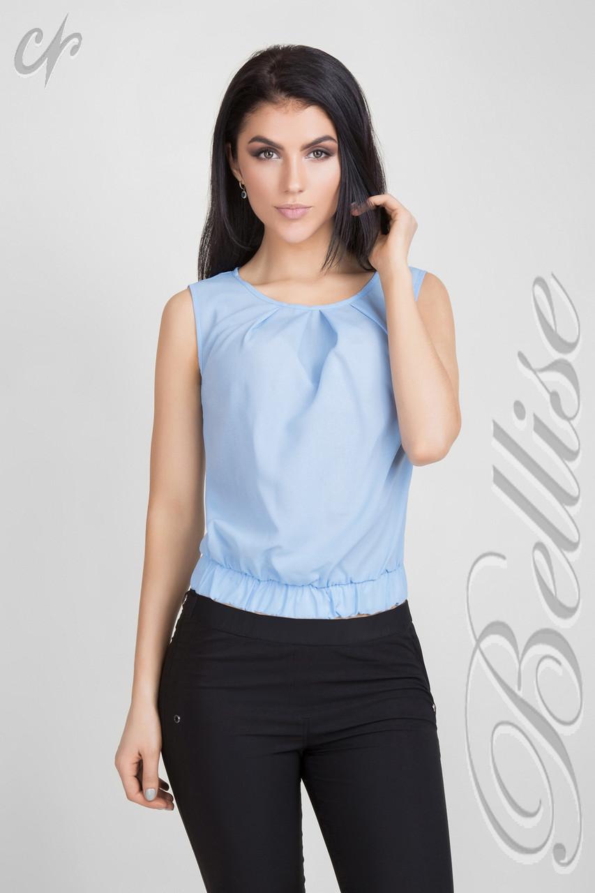Летняя укороченная блуза прямого силуэта голубая