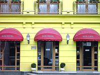 Маркизы купольные над входом в магазин