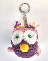 Вязаная игрушка сова фиолетовая брелок