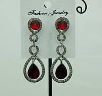 711 Нарядные красные женские серьги с красными кристаллами. Праздничные серьги капли оптом