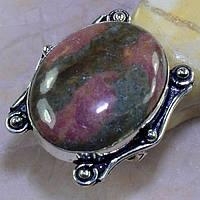Кольцо крупное с натуральным камнем  родонит в серебре.