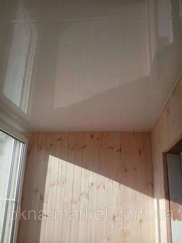 """Внутренняя обшивка балкона пластиковой вагонкой от """"Окна Маркет"""""""