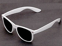 Солнцезащитные очки белого цвета Wayfarer
