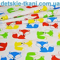 Ткань с разноцветными лисичками на белом фоне, № 815