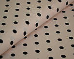Трикотажное полотно сингл джерси с черным горошком на фоне светлой пудры (Польша), фото 3