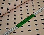 Трикотажное полотно сингл джерси с черным горошком на фоне светлой пудры (Польша), фото 5