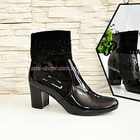 Женские черные лаковые зимние ботинки на каблуке, декорированы стразами., фото 1
