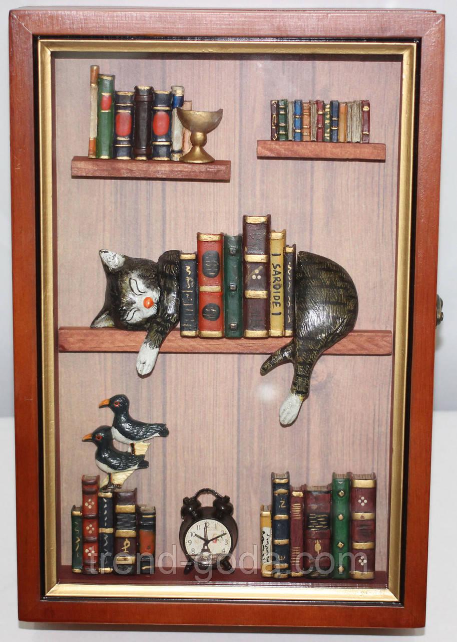 Ключница настенная, дерево и стекло, Картинка Кот и книги