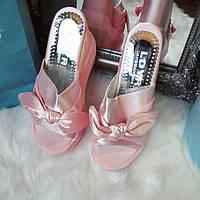 Розовые шлепанцы на платформе с бантом код 297