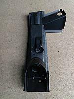 Стойка брызговика (стакан) ВАЗ-2101,2102,2103, 2106,  левая, фото 1