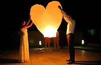 Небесные фонарики  в виде сердечка, 1 метр ,разные цвета белые