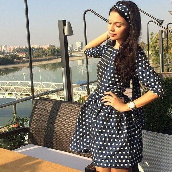 bee846fb7a4 Короткое атласное платье в горошек с пышной юбкой с фатиновой подкладой