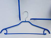 Плечики вешалки тремпеля металлический в силиконовом покрытии широкий голубого цвета, длина 46 см