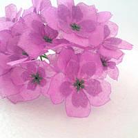 Декоративный букетик цветов фиолетовый