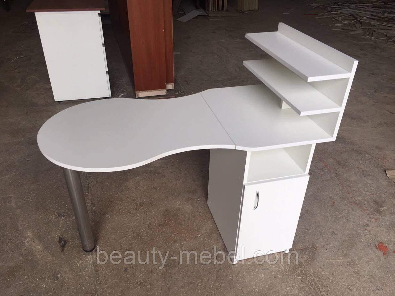 Маникюрный стол с полочками белый
